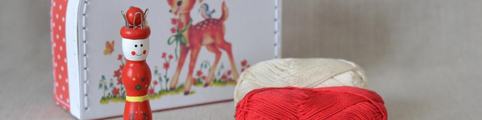 Vintage little suitcase knitting dolly kit Heïdi