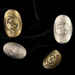 Bouton métal ovale recourbé arabesque