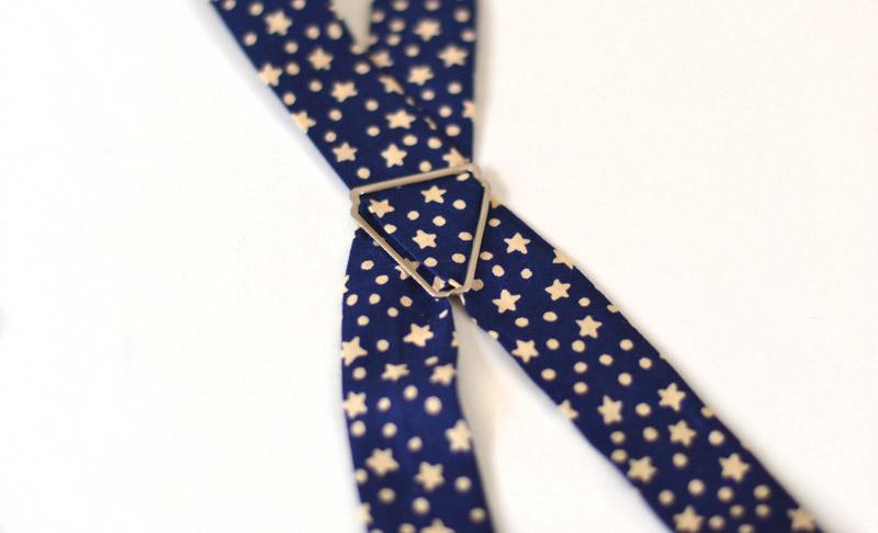 Slip strips in the cross-brace