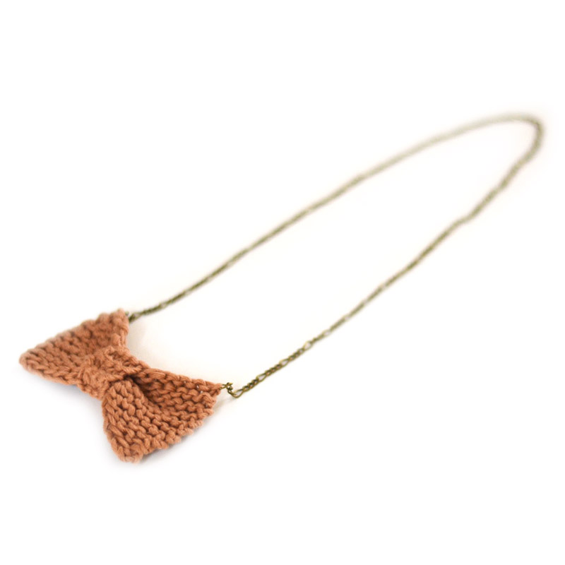 Free knitting pattern: The bow necklace