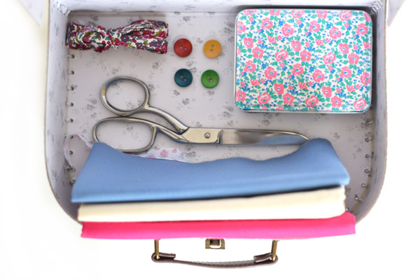 Medium box sewing kit
