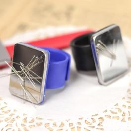 Porte épingles aimanté en bracelet très pratique