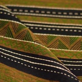 Tissu ethnique vert, marron et noir à coudre
