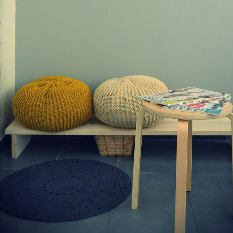 mod le tricot pouf gratuit a a patrons. Black Bedroom Furniture Sets. Home Design Ideas