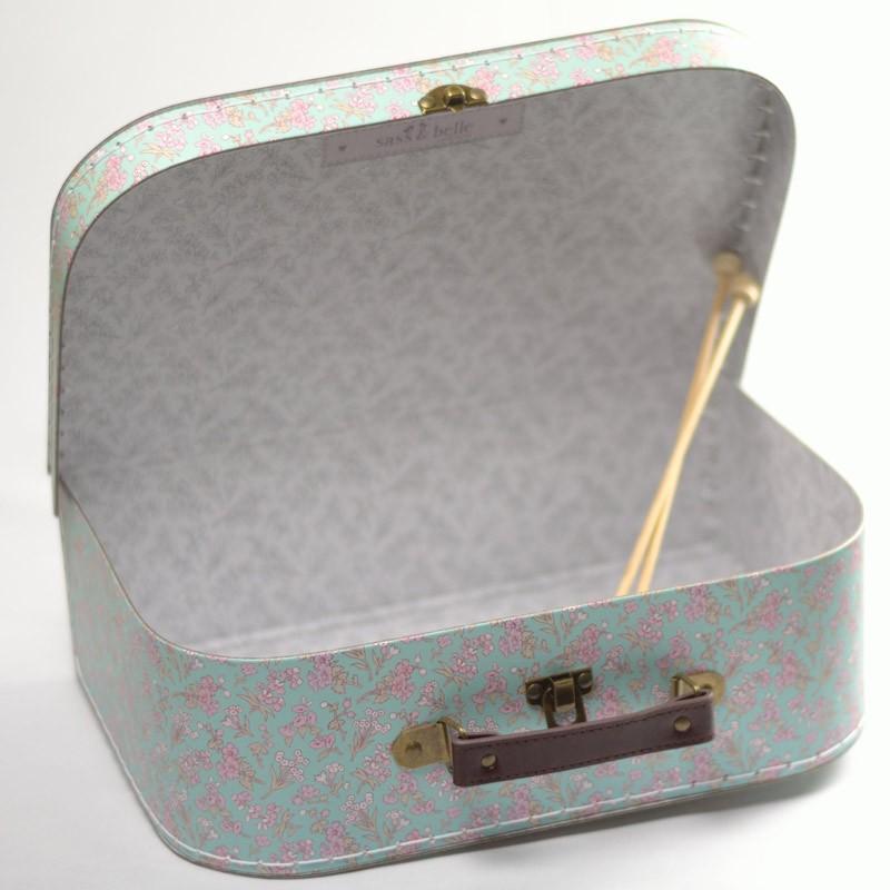 Boite couture id e cadeau valisette carton fleurs pour for Jolie boite a couture