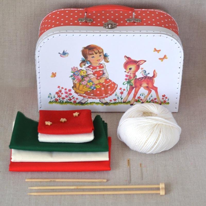 kit couture tricot et crochet enfant malette a a patrons. Black Bedroom Furniture Sets. Home Design Ideas