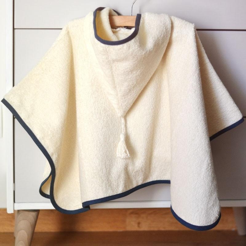 patron de poncho b b enfant couture peignoir a a patrons. Black Bedroom Furniture Sets. Home Design Ideas