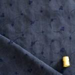 Tissu bleu nuit à dentelle
