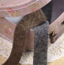 Ruban de laine bouillie à coudre, photo dans une jolie valisette vintage