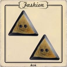 Bouton triangle corne ethnique artisanale