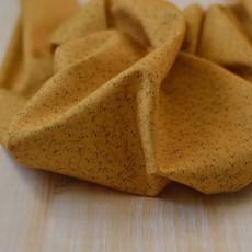 Tissu motif koala jaune moutarde en coton Bio
