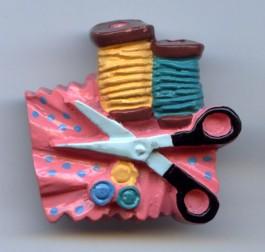 Tissu avec ciseaux et bobines (charm)