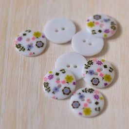 bouton fleurs 18 mm fond blanc