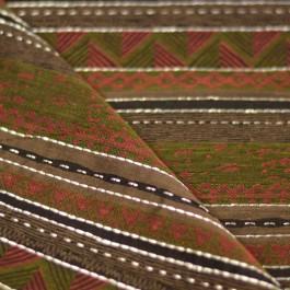 Tissu motifs ethnique rouge, marron et noir