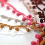 pompon à coudre camel, gris clair, corail, bois de rose et chocolat