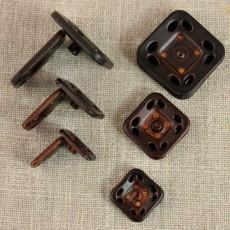 Grand bouton-pression carré imitation cuir